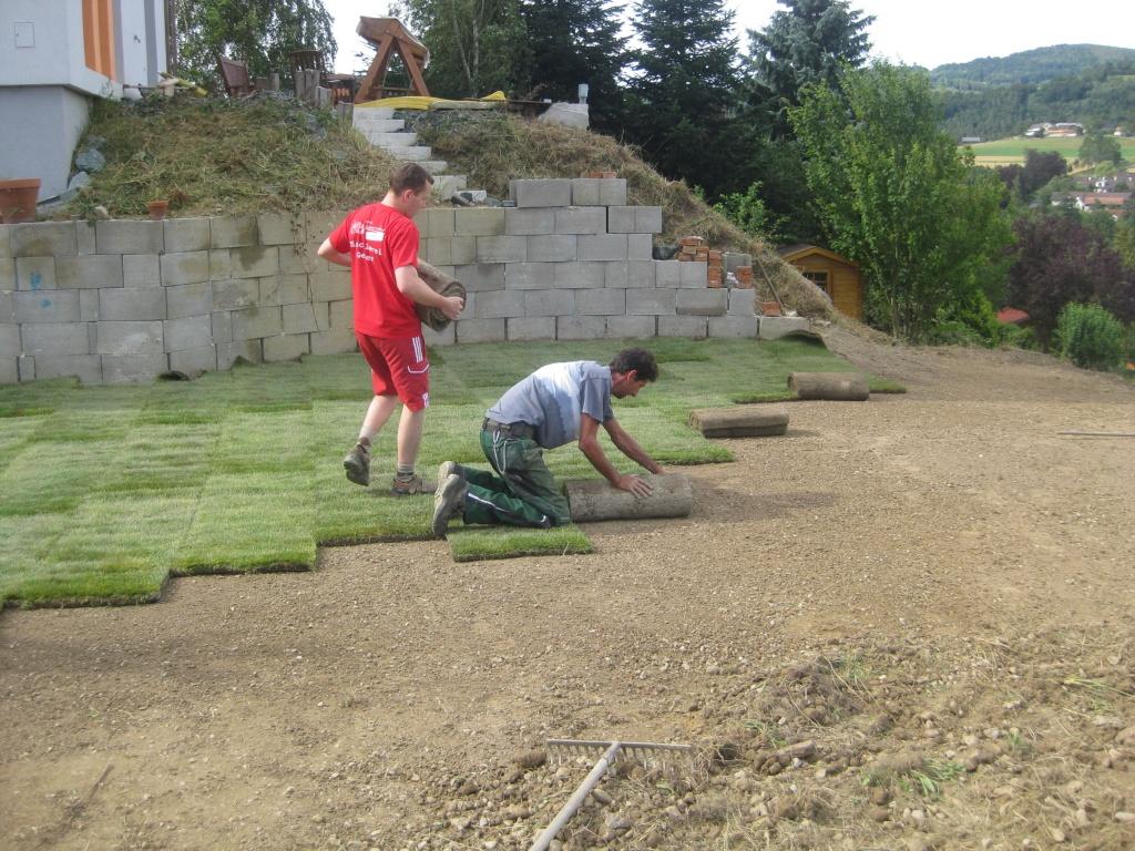Gartengestaltung blumen lechner beratung planung for Rollrasen anlegen
