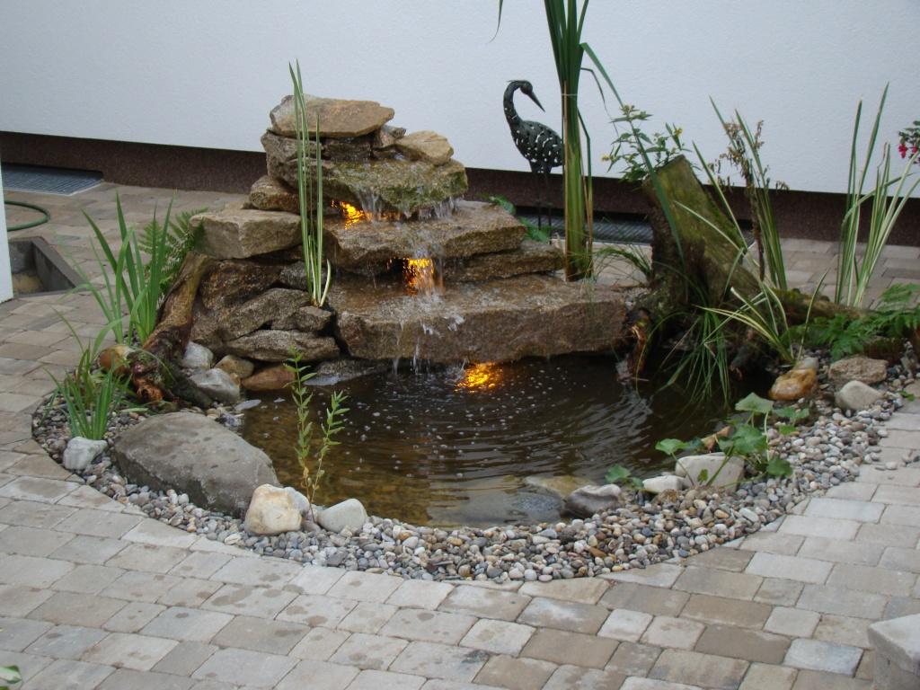 Gartengestaltung mit wasserlauf for Gartengestaltung 20 qm